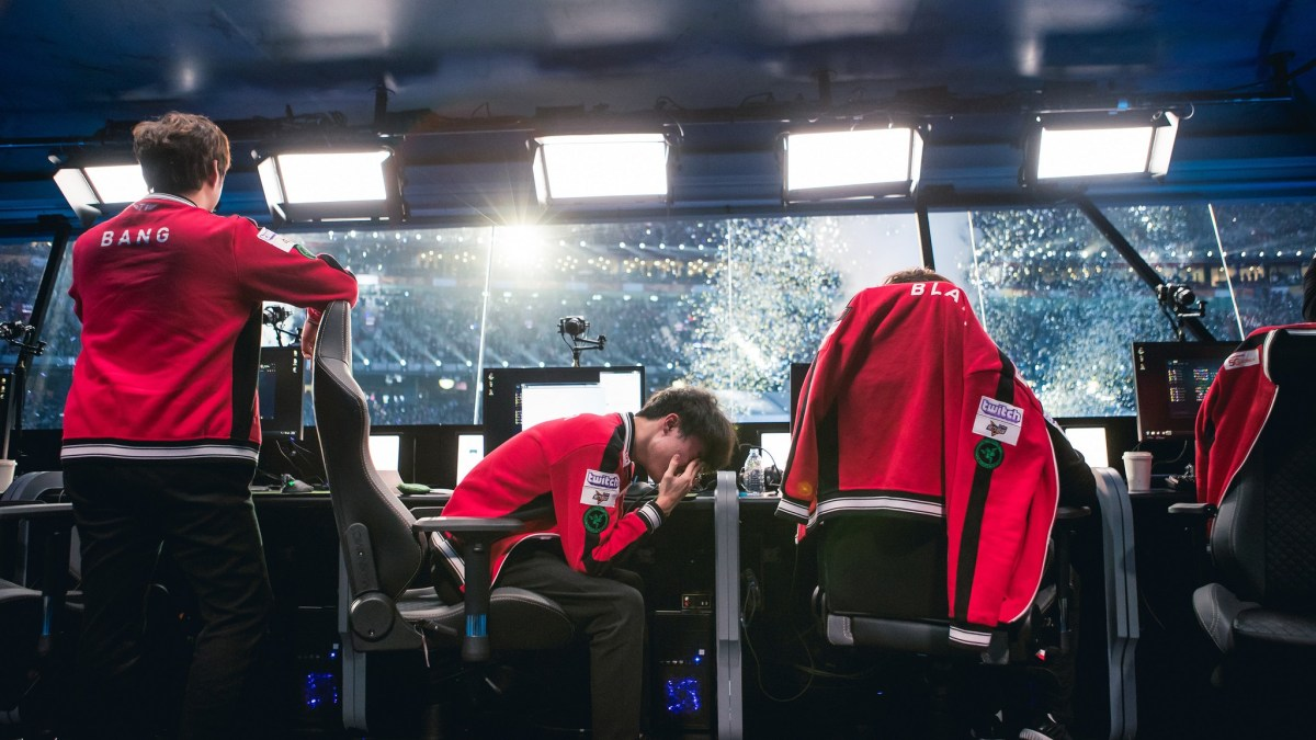 Best League of Legends team in the world DEFEATED!