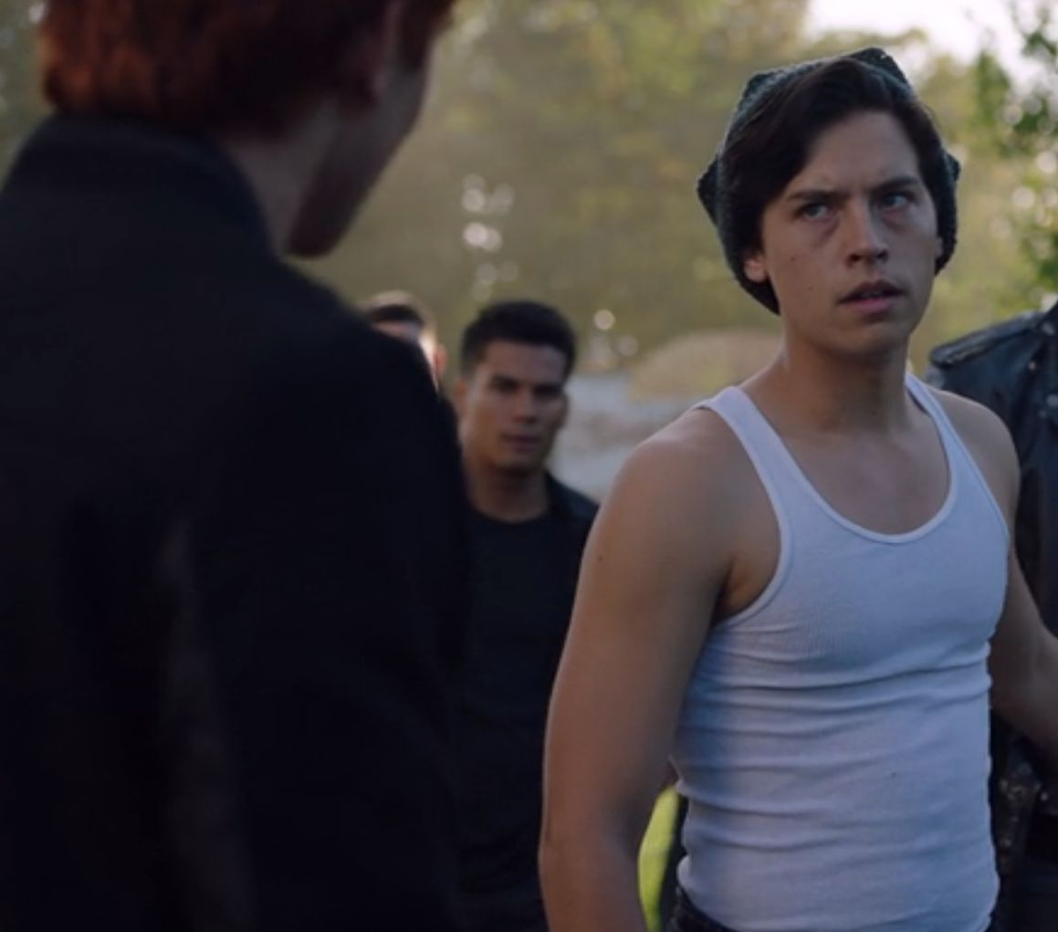 Archie telling Jughead Betty doesn't want to be with Jughead anymore (CW / Riverdale)